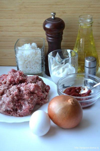 Ингредиенты для тефтелей в соусе из томата и сметаны