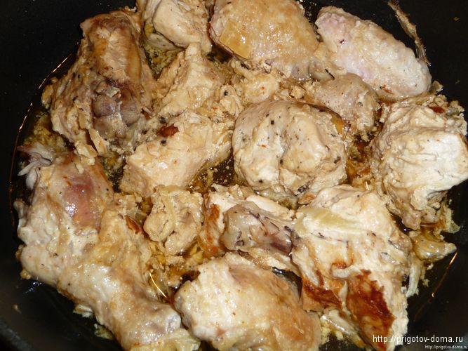 обжариваем маринованную курицу на сквороде