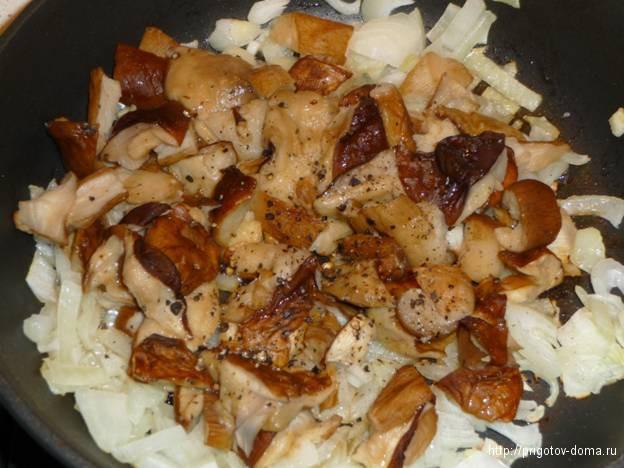 жарим лук с белыми грибами
