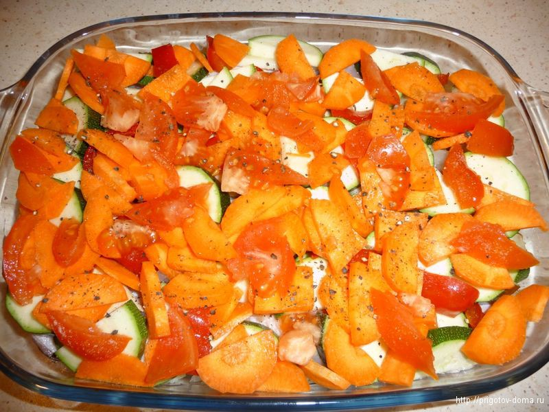 добавляем слой из помидор , солим и перчим