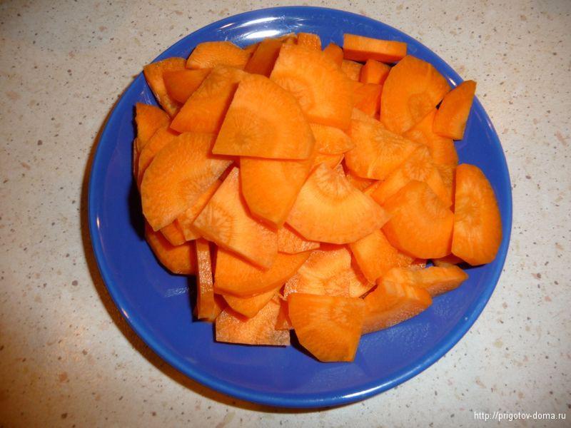 морковь нарезать кусочками