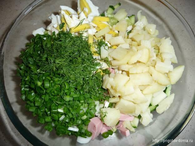 нарежем в окрошку зелень и картофель