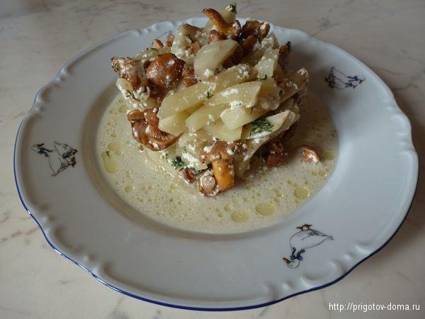Картофель с лисичками в соусе