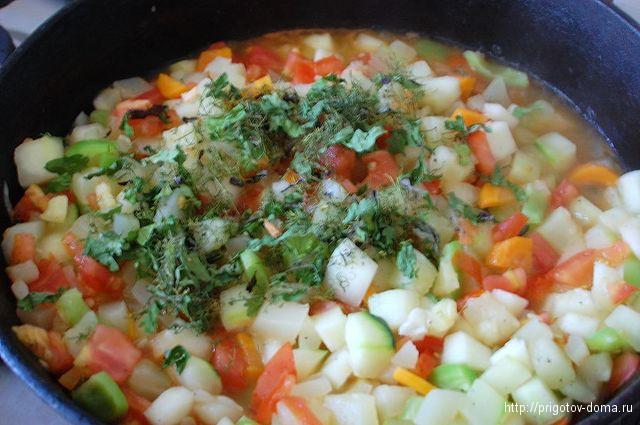 тушим овощное рагу в течении 30 минут