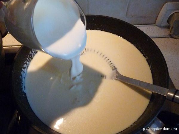добавляем сметану в соус