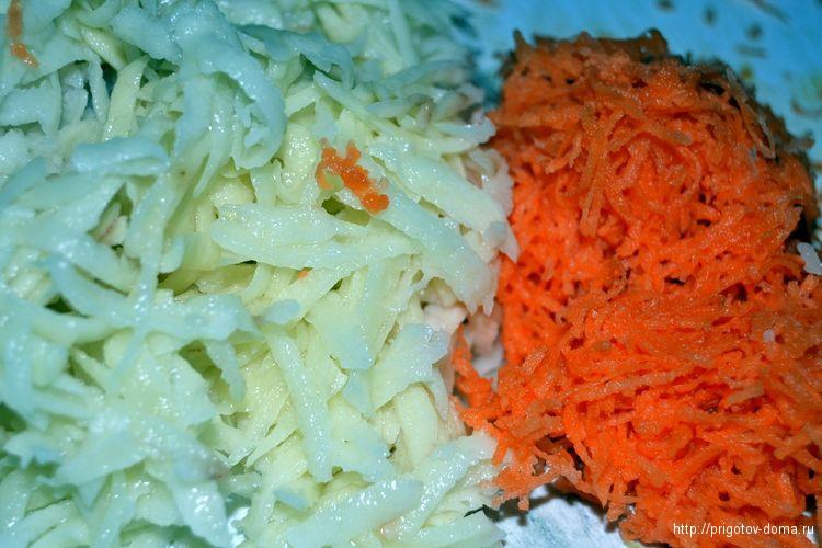натираем на терке морковь и картофель