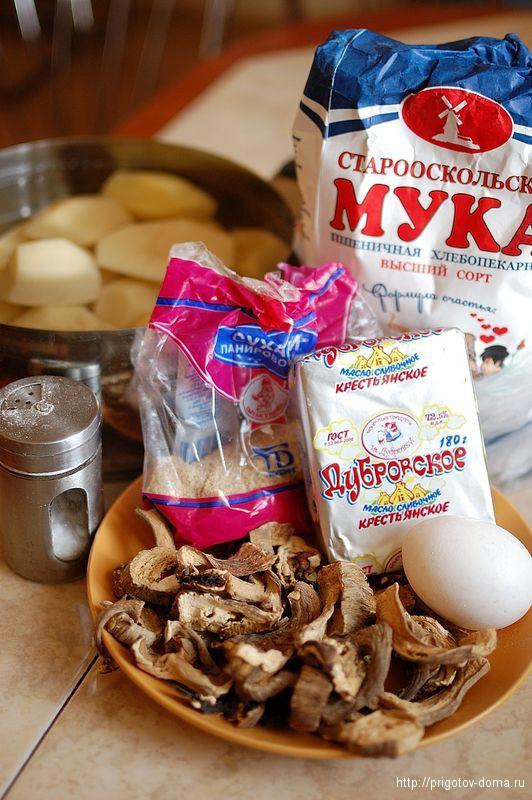 Картофельные котлеты с подливой из сушеных грибов