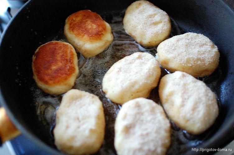 картофельные котлеты обжариваем до золотистой корочки