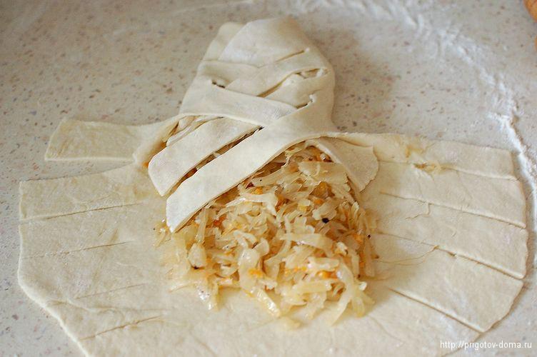 начиняем пирог тушеной капустой