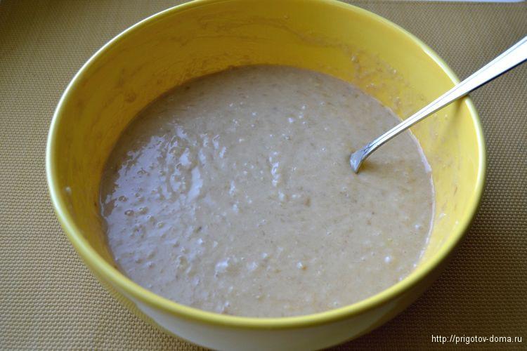 смешиваем тесто для бананового кекса