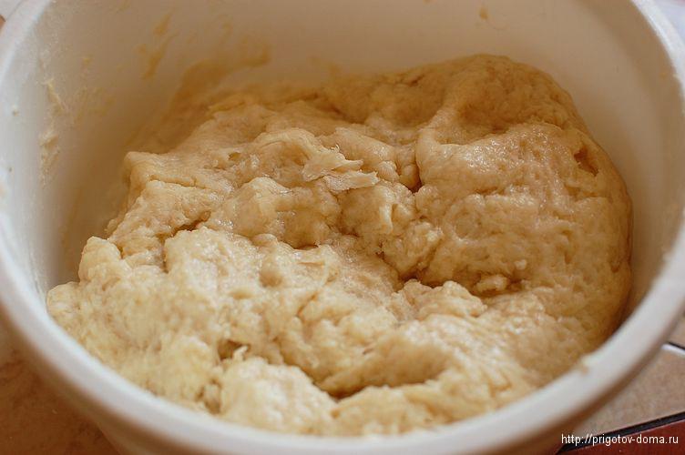 в тесто доюавим гашеную соду и перешиваем