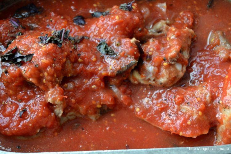 заливаем баранину полученным томатным соусом