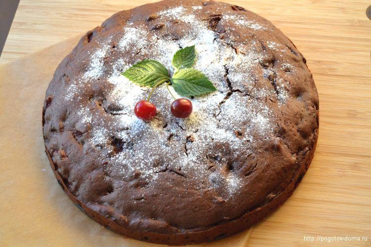 украшаем кекс с вишней