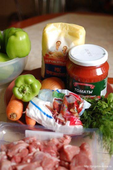 Ингредиенты для тушеного перца c томатами в собственном соку