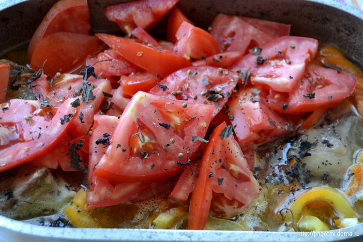 добавляем в шурпу , помидоры , специи