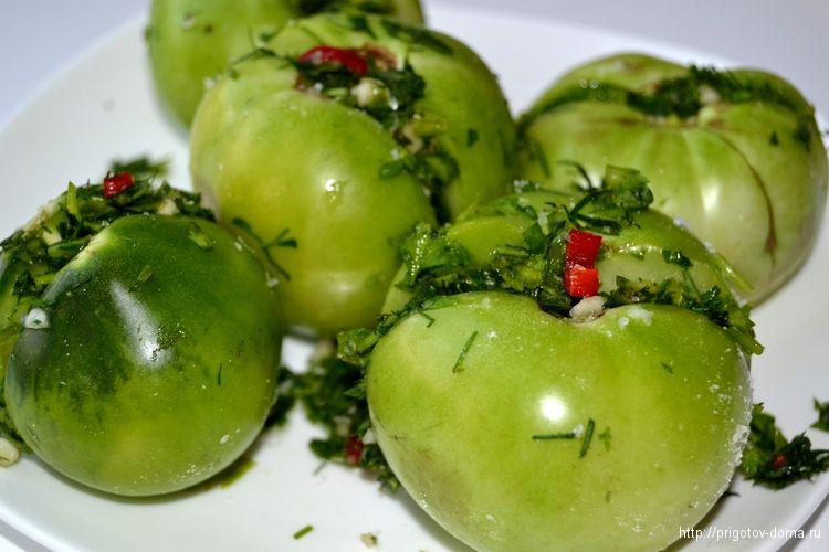 фаршируем зеленью помидоры