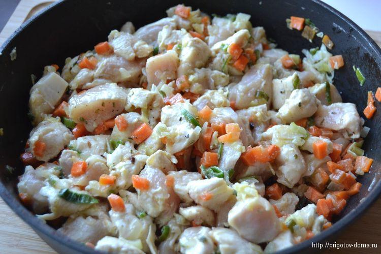 обжариваем начинку для тыквы в течении 5-7 минут