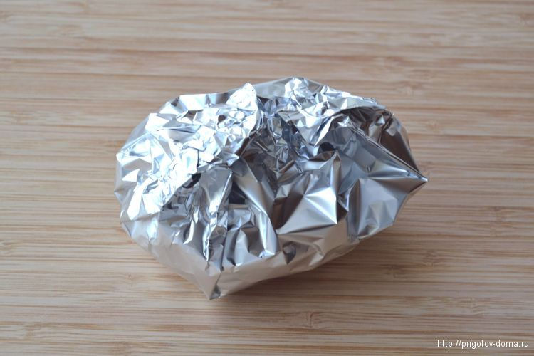 Заворачиваем картофель в беконе в фольгу