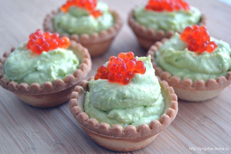 Тарталетки с авокадо и творожным кремом