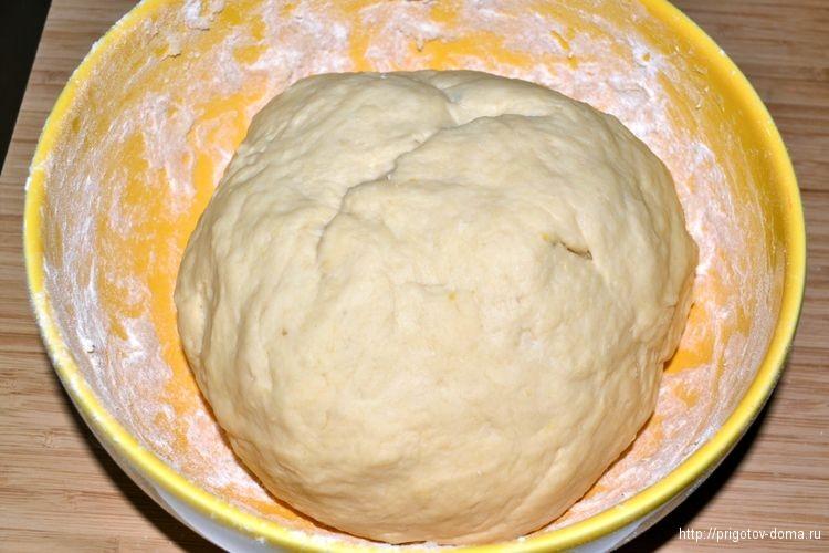 замешиваем тесто для булочек