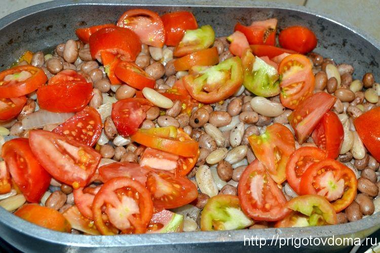 за 20 минут до готовности добавляем томаты