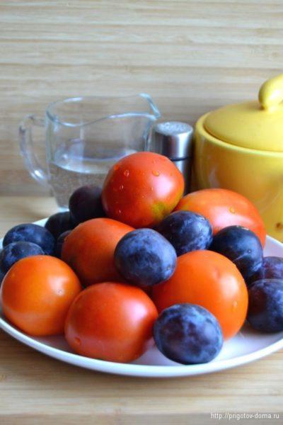 Ингредиенты для помидоров со сливами на зиму