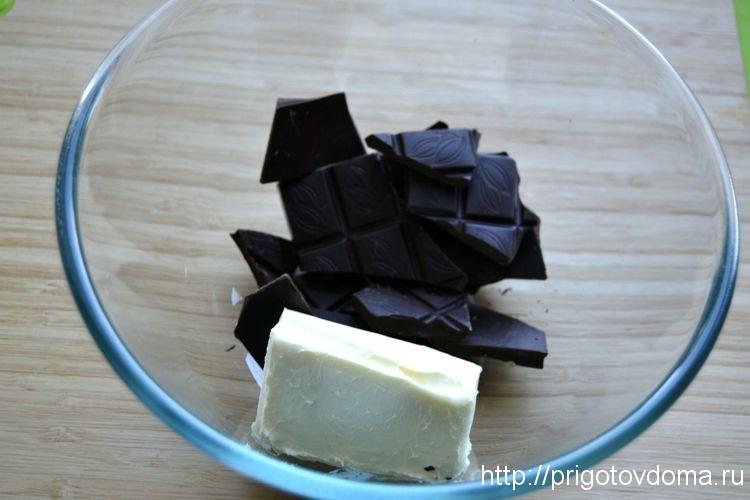 шоколад кладем с маслом в миску