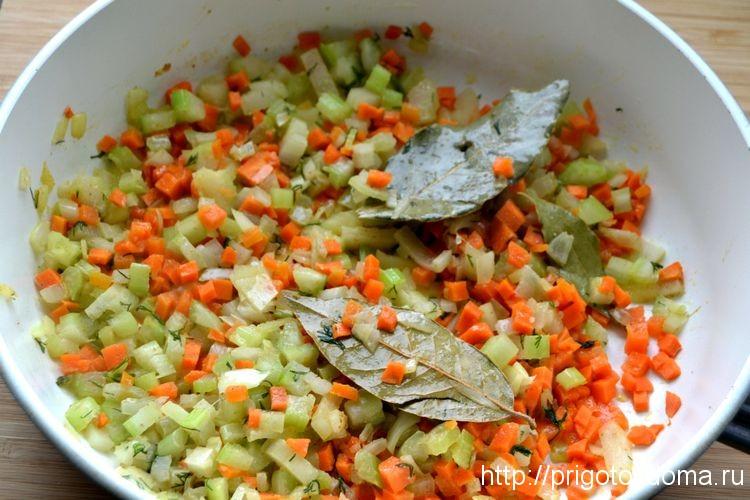 добавим специи и обжарим овощи
