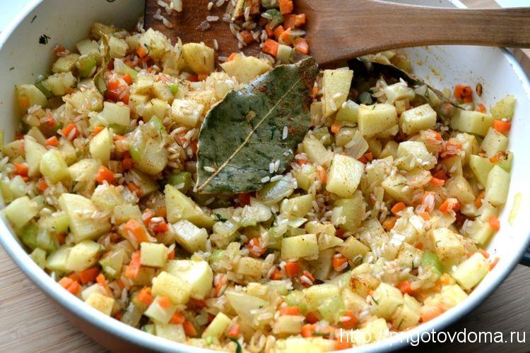 перемешиваем рис с овощами