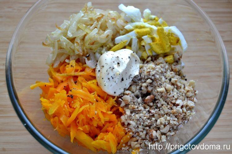 складываем все ингредиенты в салатник