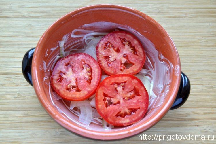 кладем слой из помидор