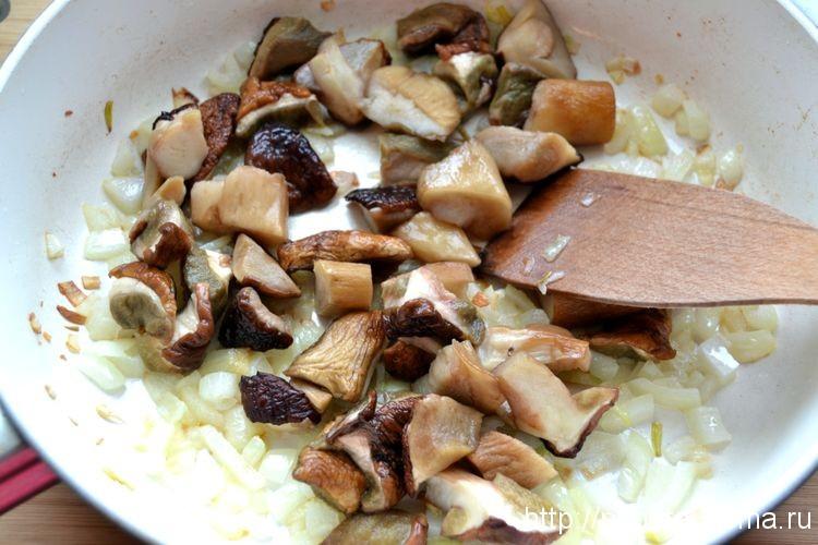 Добавляем белые грибы