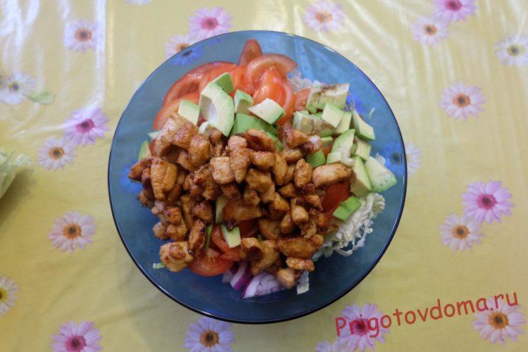 Салат с курицей и авокадо на новогодний стол