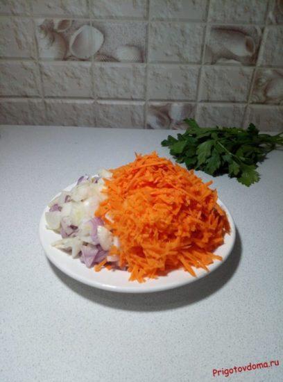 Нарезали овощи для жарки