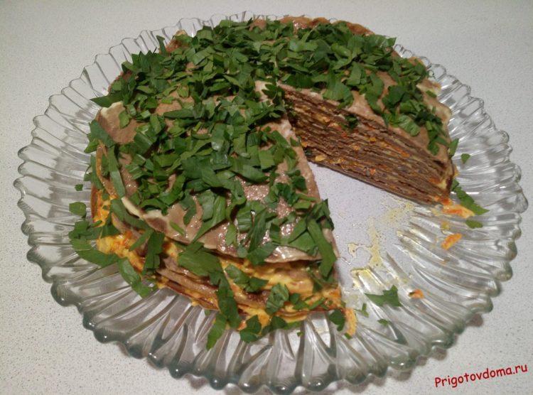 Печеночный торт в разрезе